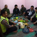 Anggota Bhabin Polsek Junrejo Polres Batu Turut Menghadiri Kegiatan Arisan Linmas di Desa Binaan