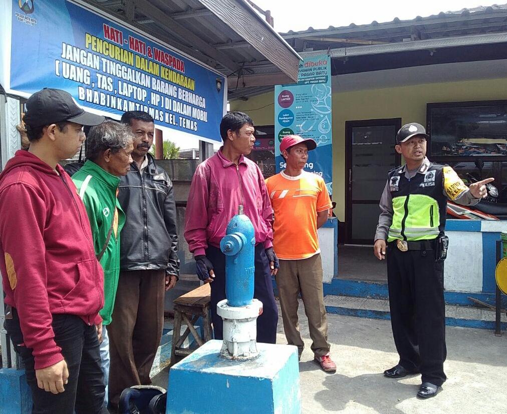 Patroli Wilayah Agar Tetap Kondusif, Polsek Batu Polres Batu Giatkan Patroli Sambang Pemasangan Banner Di Pos Kamling