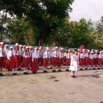 Para Anggota Bhabin Polsek Junrejo Polres Batu Pimpinan Upacara Di Sekolah SD