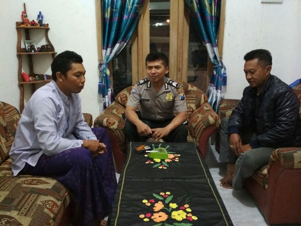 Menjaga Wilayah, Anggota Bhabin Polsek Junrejo Polres Batu Patroli Tokoh Masyarakat