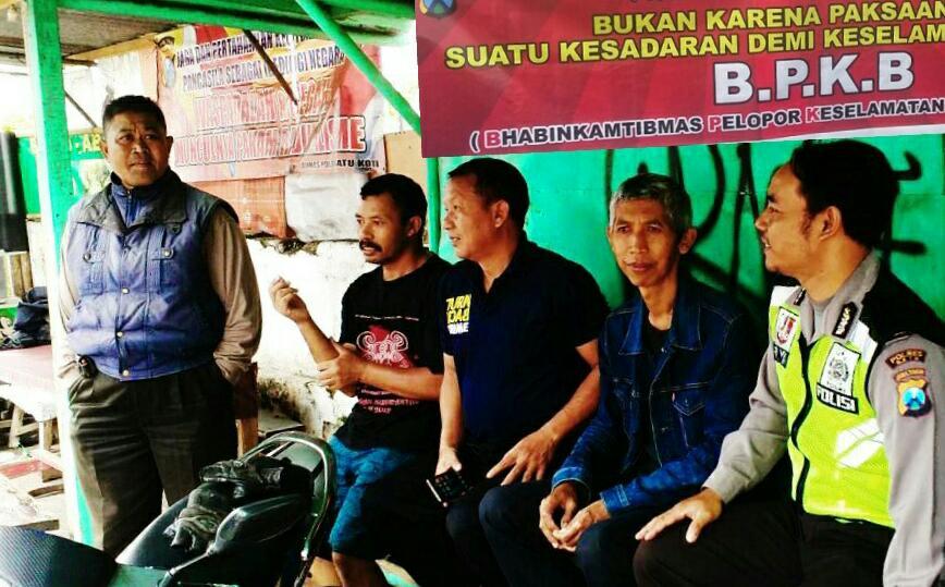 Giat DDS Warga, Anggota Bhabinkamtibmas Polsek Batu Polres Batu Giatkan Patroli Binluh Ajak Tukang Ojek Menjadi Pelopor Kamseltibcar Lantas