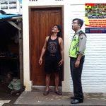 Anggota Bhabinkamtibmas Desa Pesanggarahan Polsek Batu kota Polres Batu Sambangi Kepada Rumah Mitra Bhabinkamtibmas Untuk Menjaga Kamtibmas Aman Kondusif