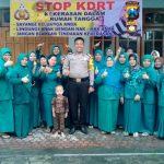 Anggota Bhabinkamtibmas Desa Sisir Polsek Batu Kota Polres Batu Binluh Kepada Ibu-Ibu Pkk Untuk Menjaga Keamanan Wilayah