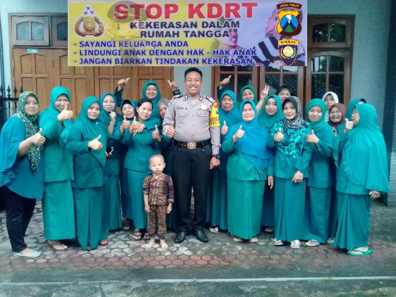 Anggota Bhabinkamtibmas Polsek Batu Kota Polres Batu Binluh Kepada Ibu-Ibu Pkk