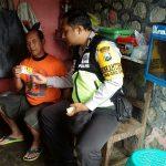 Jalin Kebersamaan, Bhabinkamtibmas Polsek Batu Polres Batu Sambang Pedagang Binaan Kota Batu