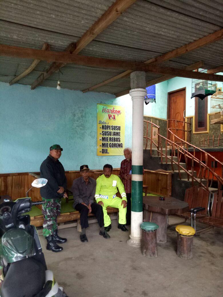Anggota Bhabin Polsek Pujon bersama 3 Pilar Serta Tomas laksanakan koredinasi dengan Pihak sekolah terkait siswa bolos