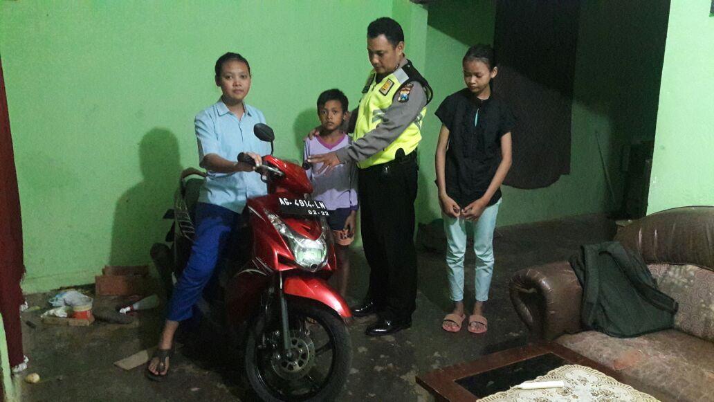 Anggota Bhabinkamtibmas Desa Purworejo Polsek Ngantang Polres Batu Peduli Dengan Anak Yatim