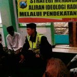 Anggota Bhabinkamtibmas Polsek Batu Kota Polres Batu Melaksanakan Binluh kepada kelompok Jamaah Tahlil