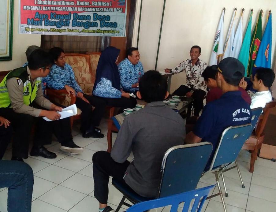 Anggota Satinmas Polsek Batu Polres Batu Hadir Dalam Setiap Kegiatan Di Kantor Balai Desa