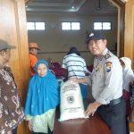 Jaga Keamanan Acara, Anggota Satbinmas Polsek Batu Polres Batu, Amankan Kegiatan Masyarakat Binaanya
