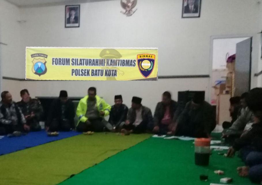 Anggota Bhabin Polsek Batu Polres Batu Amankan Kegiatan Warga Binaan Dan Berikan Himbauan Kamtibmas