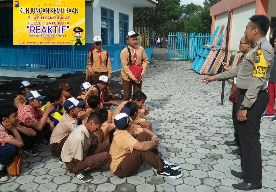 Bhabin Polsek Batu Polres Batu Berkunjung ke SMP PGRI 01 Batu