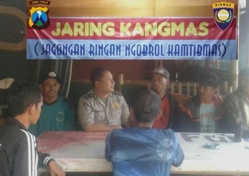 Laksanakan kegiatan Jagongan Ringan Kamtibmas , anggota Binmas Polsek Batu Kota Polres Batu serap informasi