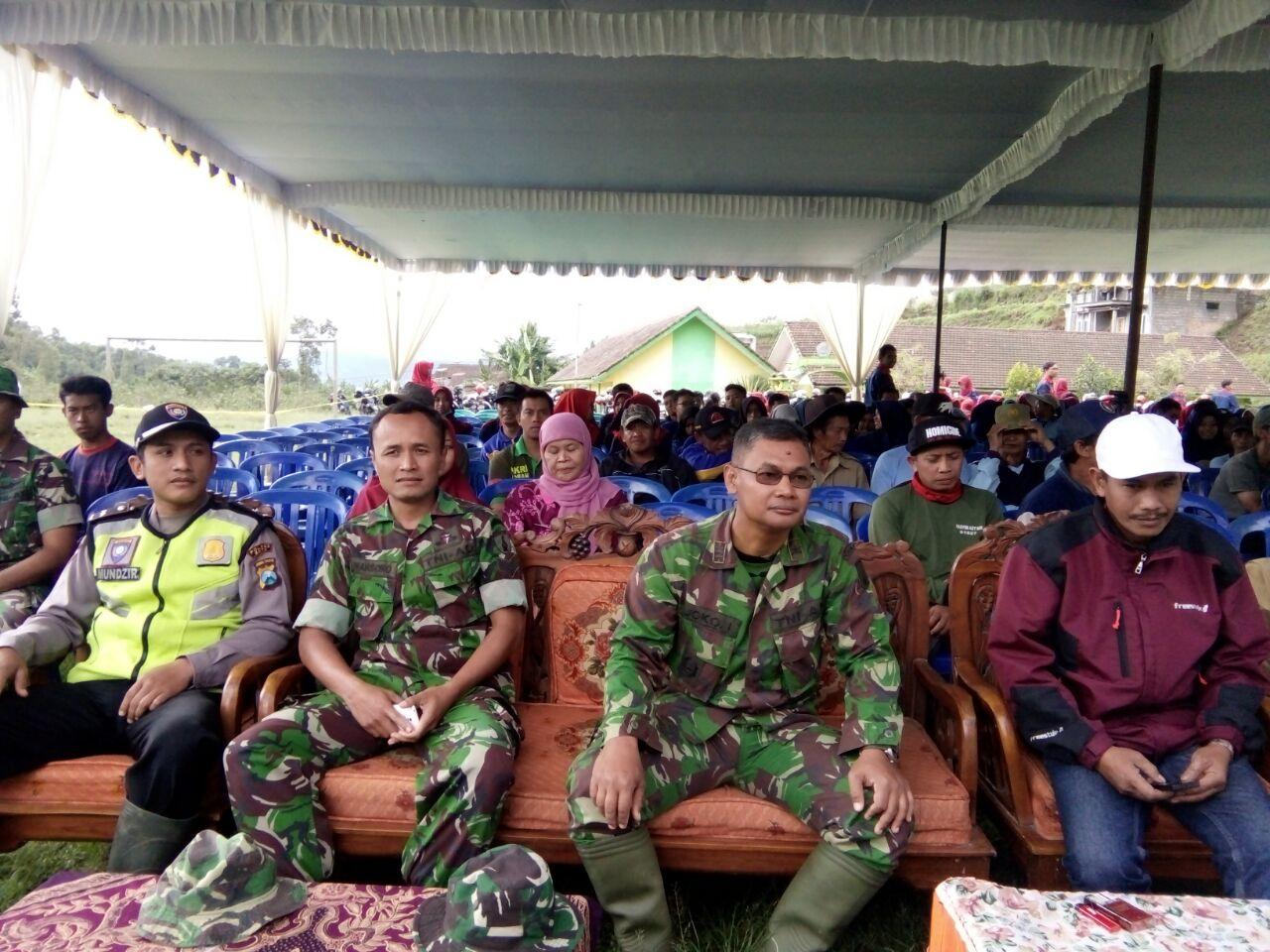 Bhabin Polsek Pujon Polsek Batu Melaksanakan Giat Penghijauan di Desa Madirejo
