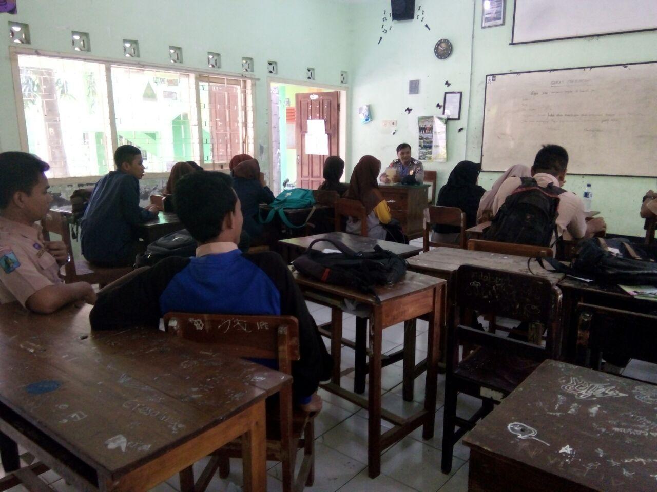 Bhabin Polsek Ngantang Polres Batu Mengajar memberikan Pesan Bahayanya Narkoba