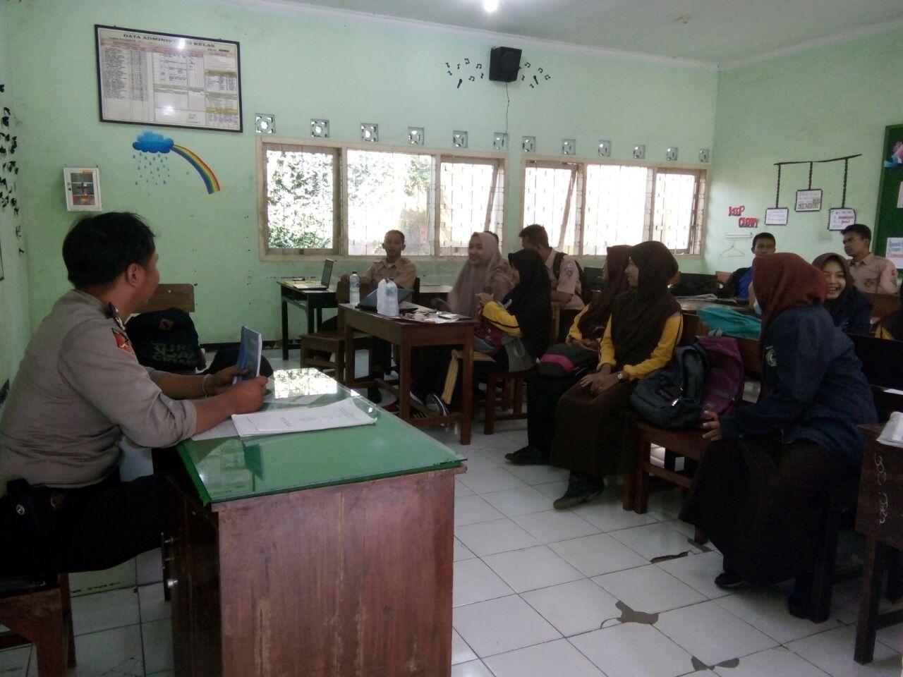 Binmas Polsek Ngantang Polres Batu Sosialisasi Bahaya Narkoba Binmas Desa Pandansari Dekat Dengan Para Pelajar Generasi Bangsa
