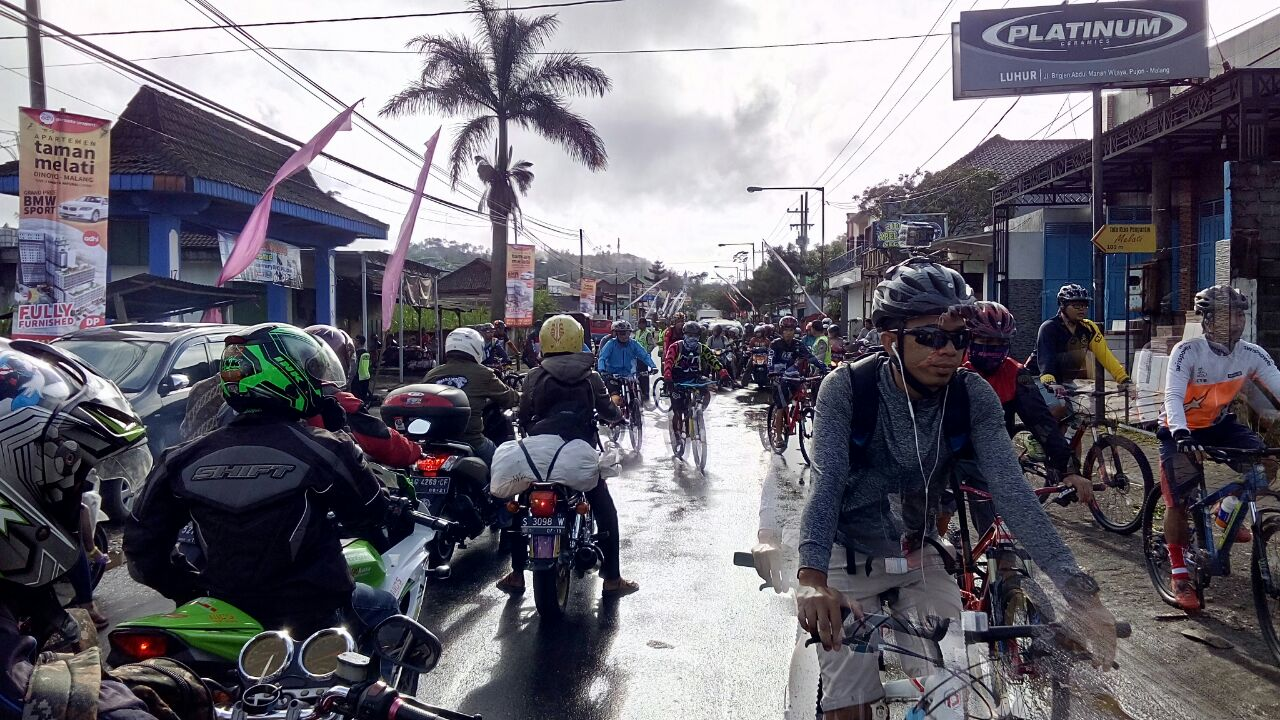 Polsek Pujon Polres Batu Melaksanakan Pengamanan Kegiatan Sepeda Ontel