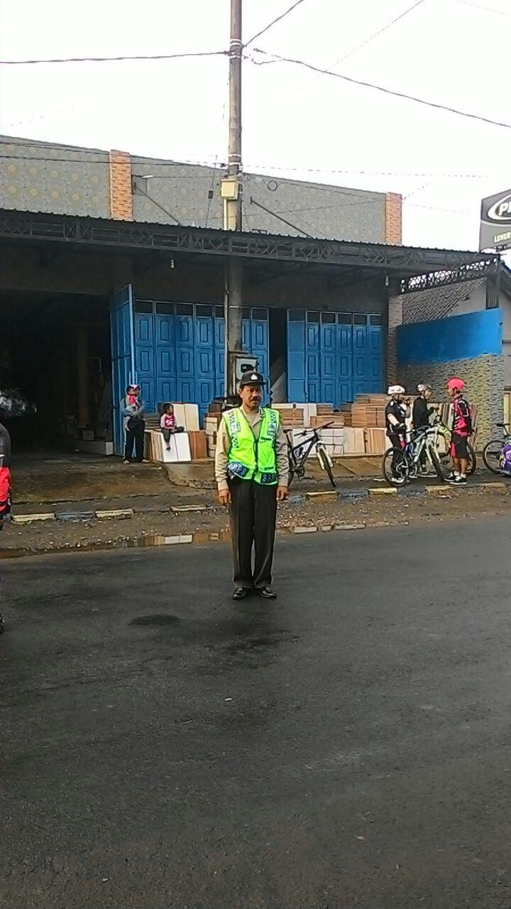 Anggota Polsek Pujon Polres Batu Melakukan Pengamanan Sepeda Onthel