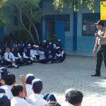 Bhabinkamtibmas bripka Agung Widodo berkunjung Ke SMP PGRI 01 Batu Sampaikan Pesan Kamtibmas