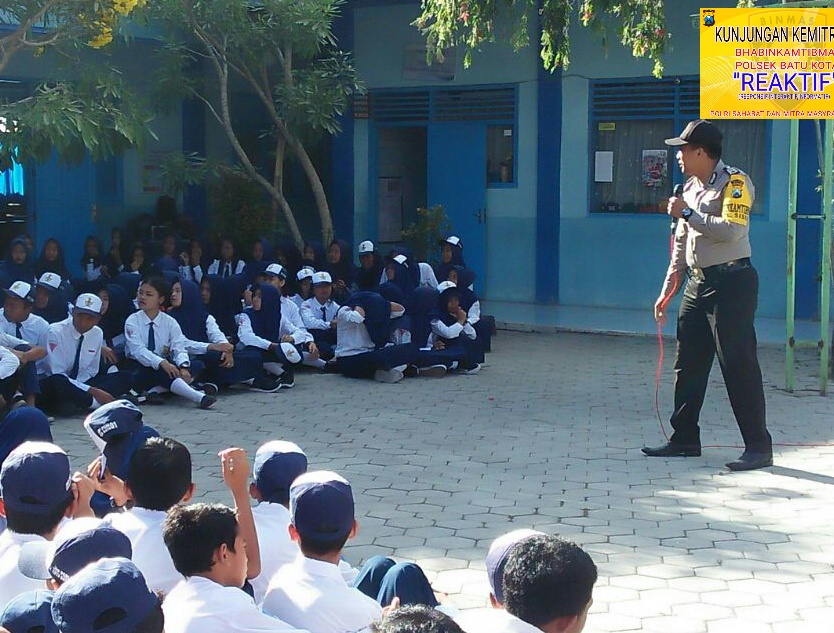 Kunjungan Bhabin Polsek Batu Polres Batu Ke SMP PGRI 01 Batu Sampaikan Pesan Kamtibmas