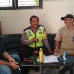 Anggota Bhabin Mojorejo Polsek junrejo Polres Batu Brigadir Airlangga , sambang ke tokoh masyarakat bersama Kades dan perangkat nya