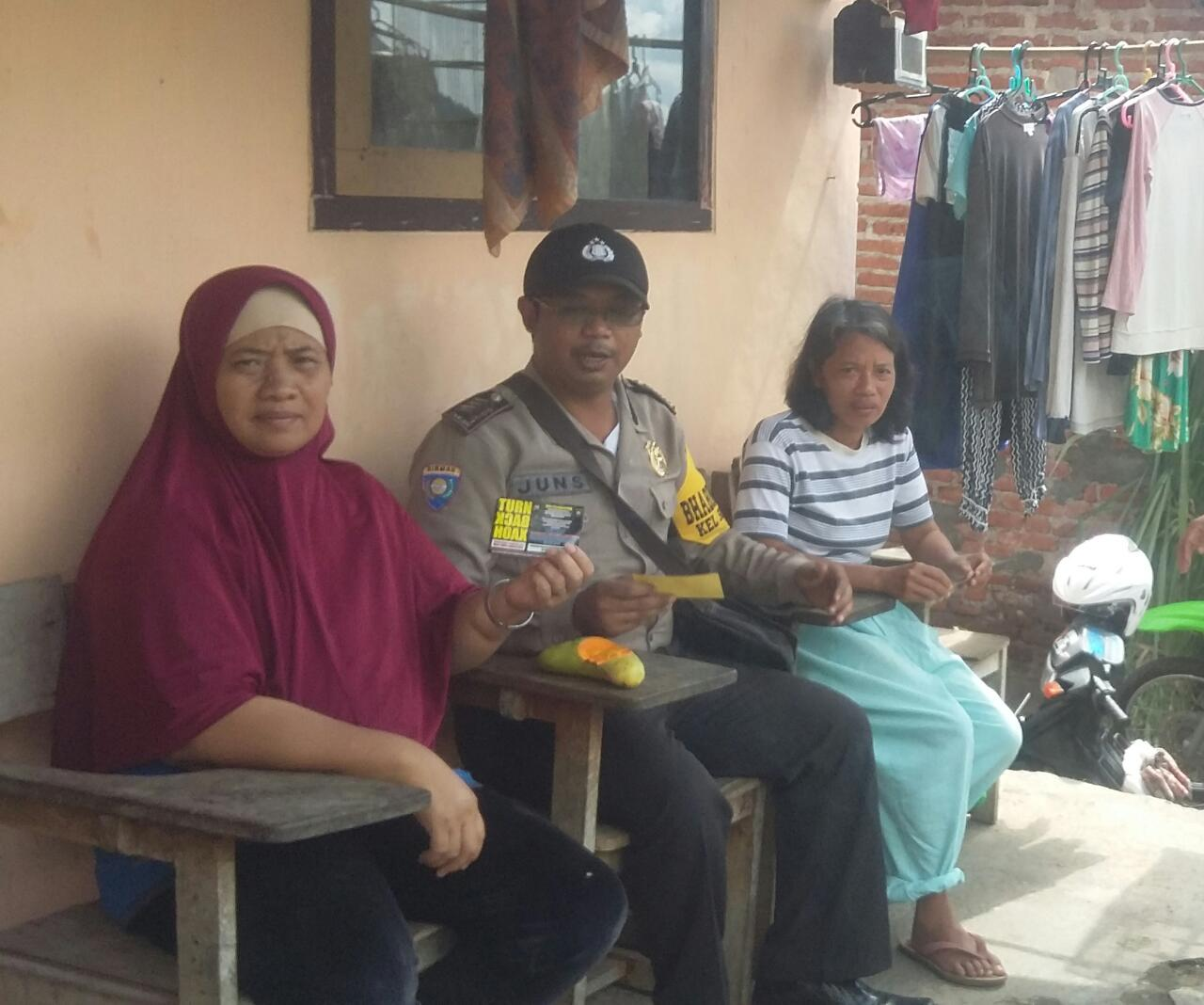 Himbau Warga Bijak Menggunakan Medsos Dan Tolak Paham Radikalisme Bhabin Polsek Batu Polres Batu Lakukan Kunjungan Kemitraan