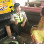 Patroli Tatap Muka, Anggota Bhabinkamtibmas Polsek Batu Polres Batu Ke Tempat Usaha Di Wilayah Binaannya