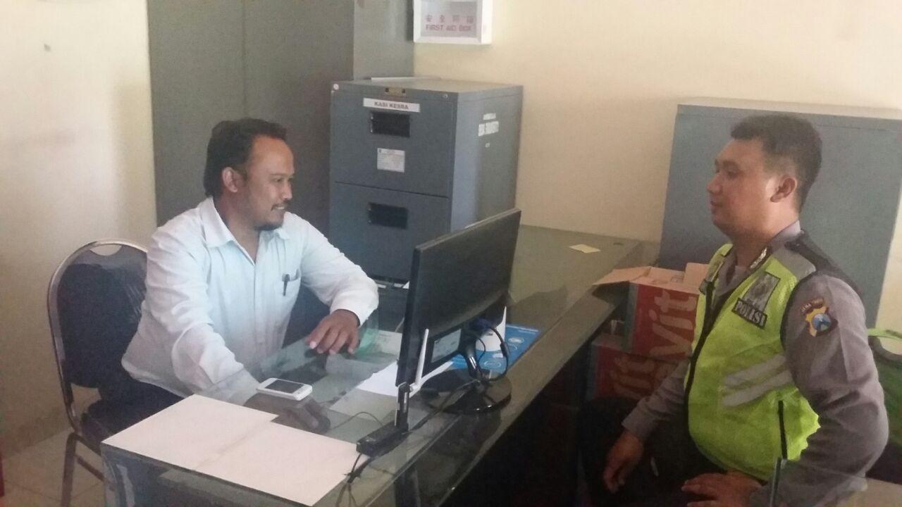 Anggota Polsek Bumiaji Polres Batu Giatkan DDS Kunjungan Kemitraan Dengan Kasi Kesejahteraan Desa