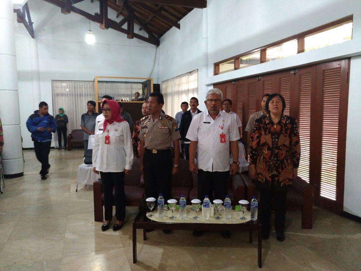 Polres Batu Melakukan Pengamanan Pengambilan Sumpah Dan Janji Panitia PPK Dan PPS Oleh Ketua KPU
