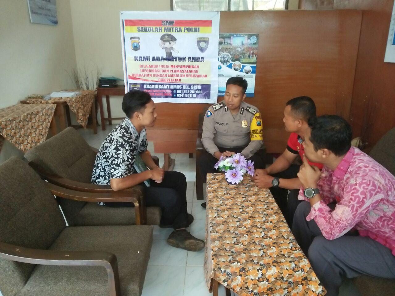 Kunjungan Mitra Binmas Polsek Batu Kota Polres Batu ke SMP PGRI 01 BATU