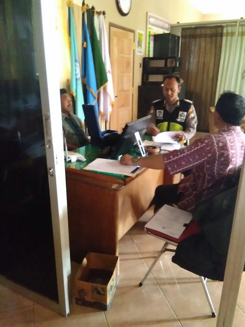 Binmas Polsek Pujon Polres Batu Sambang Di Balai Dusun Dadapan Kulon Desa Bendosari