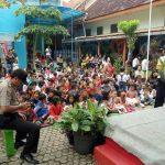 Polisi Sahabat Anak, Anggota Binmas Polsek Batu Kota Polres Batu Kunjungi Adik-Adik TK Sang Timur