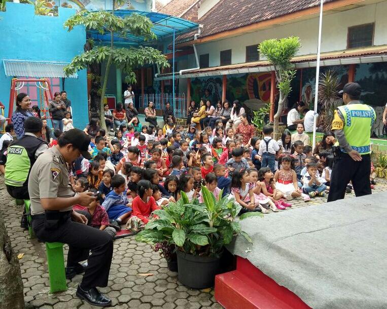 Polisi Sahabat Anak Binmas Polsek Batu Kota Polres Batu TK Sang Timur