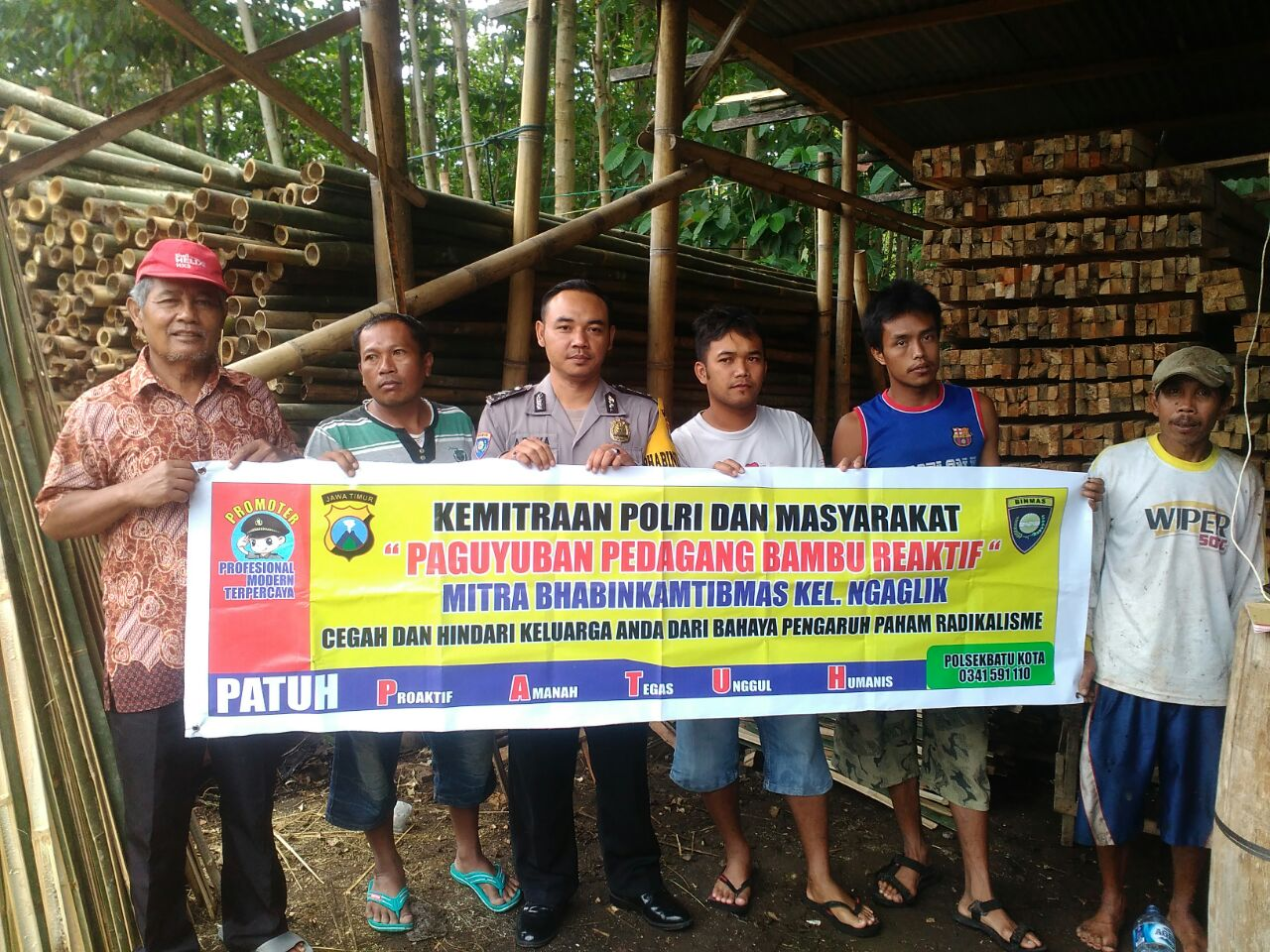 "Kemitraan Polisi Dengan masyarakat "" Pedagang Bambu reaktif "" Mitra Bhabin Polsek Batu polres Batu"