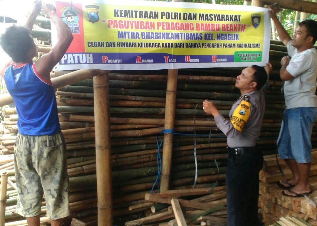 Mitra Polisi dan Masyarakat Pedagang Bambu bersama Binmas Polsek Batu Kota Polres Batu