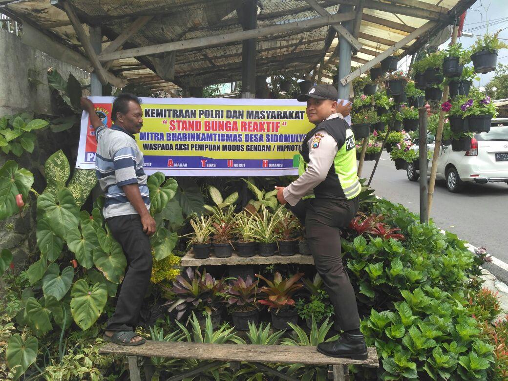 Mitra Binmas Polsek Batu Kota Polres Batu Dengan Pedagang Bunga