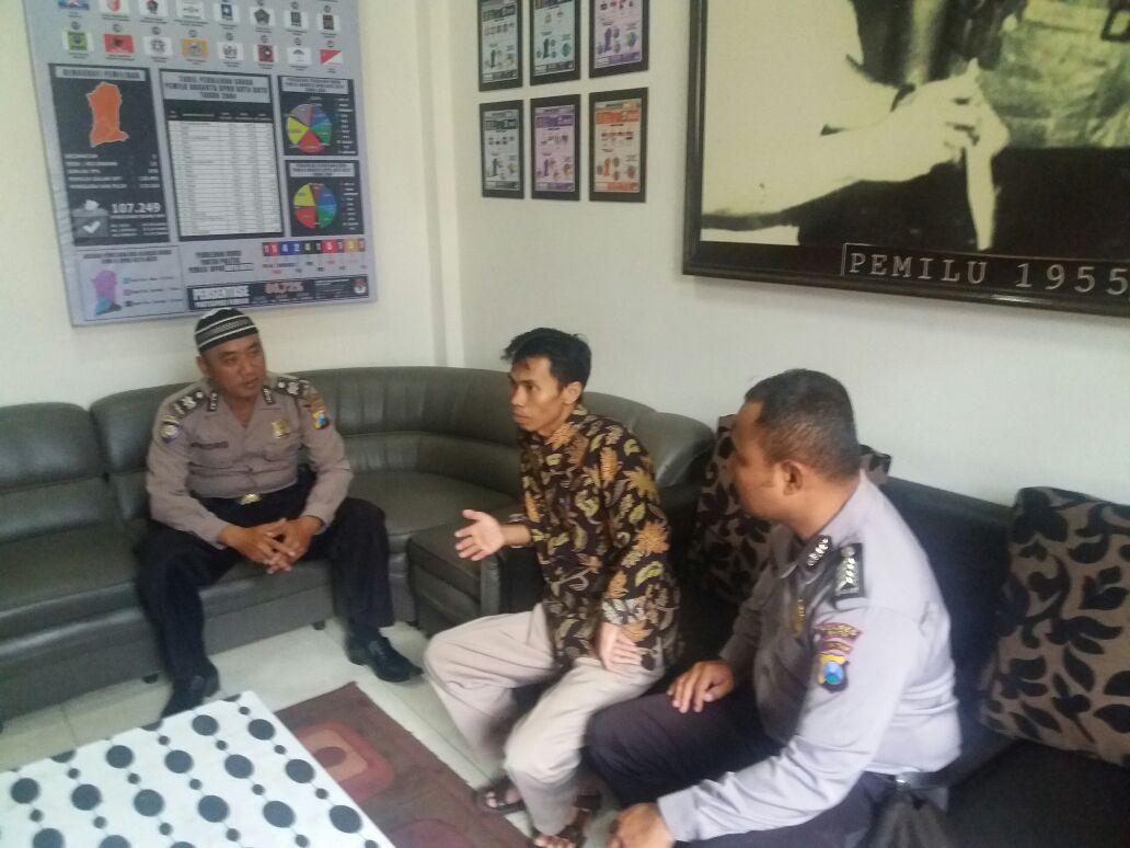 Kasatgas Preemtif Koordinasi dan Binluh Kepada Komisioner KPU Batu Dalam Ops Cipkon Semeru 2017