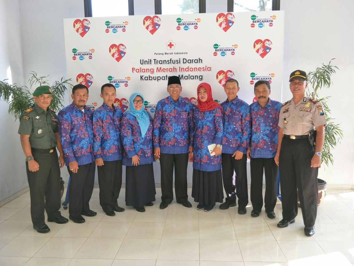 Kapolsek Ngantang Polres Batu Melaksanakan Pengamanan giat Pertemuan Penggerak Donor Darah PMI Kab. Malang di Taman wisata Selorejo