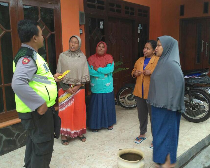 Bhabin Polsek Batu Polres Batu Memberikan Binluh Tentang Kerukunan Tetangga desa Sidomulyo