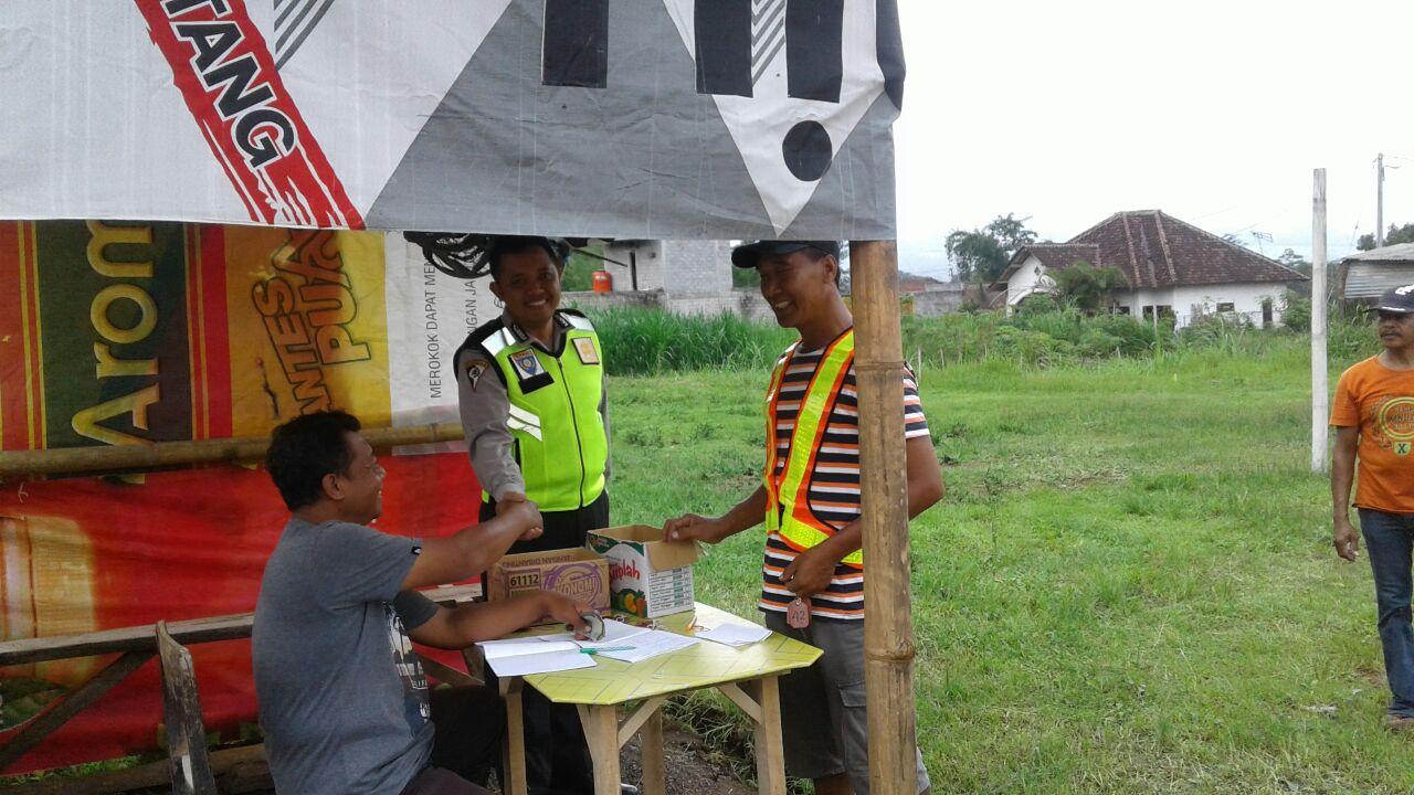 Anggota Polsek Ngantang Polres Batu Melaksanakan Kegiatan Patroli dialogis di lanjutkan Binluh ke Kontes Burung Kicau