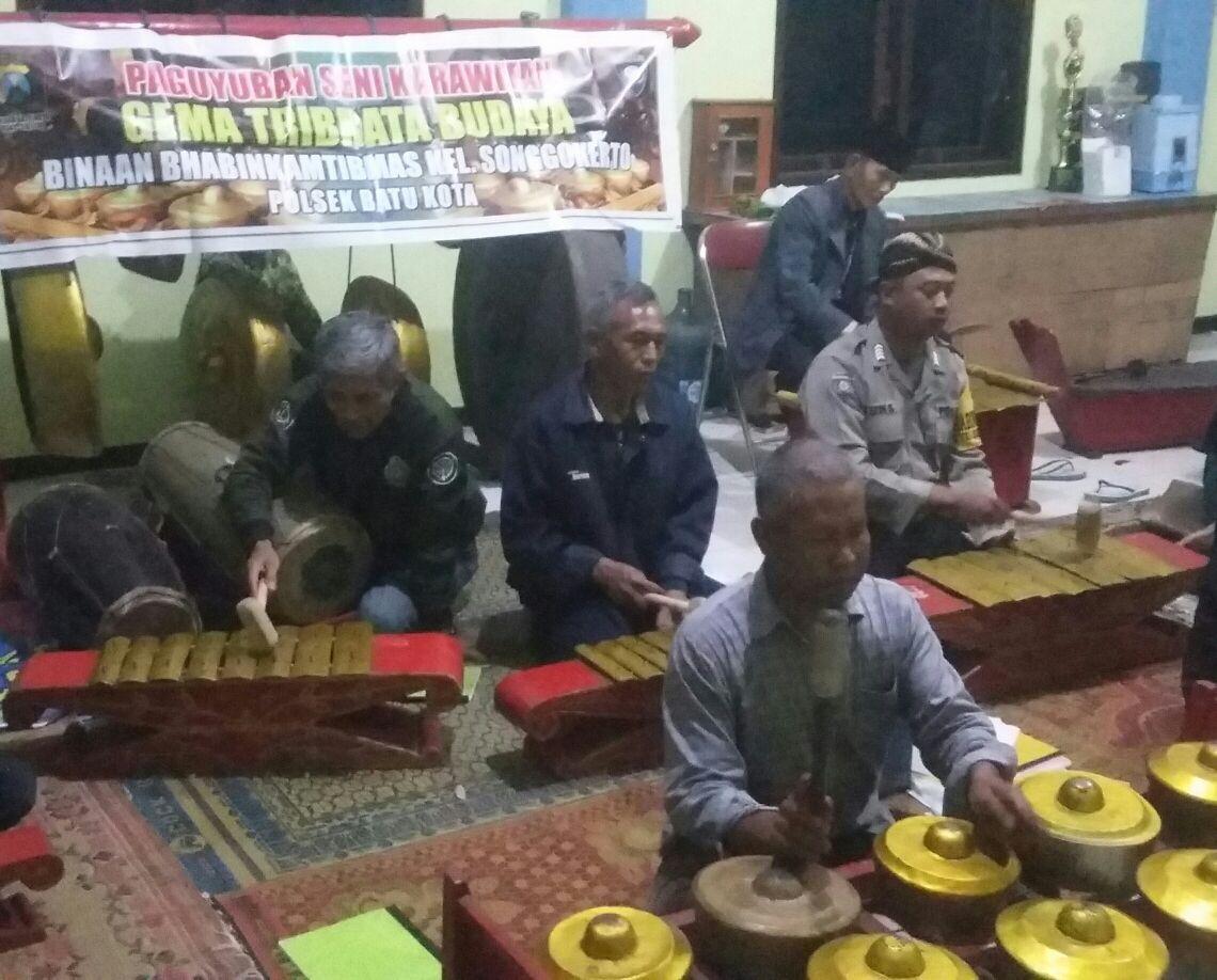 Kemitraan Polisi dengan Komunitas Seni Karawitan Binaan Binmas Polsek Batu Kota Polres Batu
