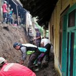 Bhabinkamtibmas Polsek Pujon Polres Batu Kerja Bakti Di Dusun Dadapan Kulon Desa Bendosari