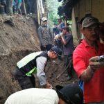 Bhabin Polsek Pujon Polres Batu Kerja Bakti Desa Bendosari