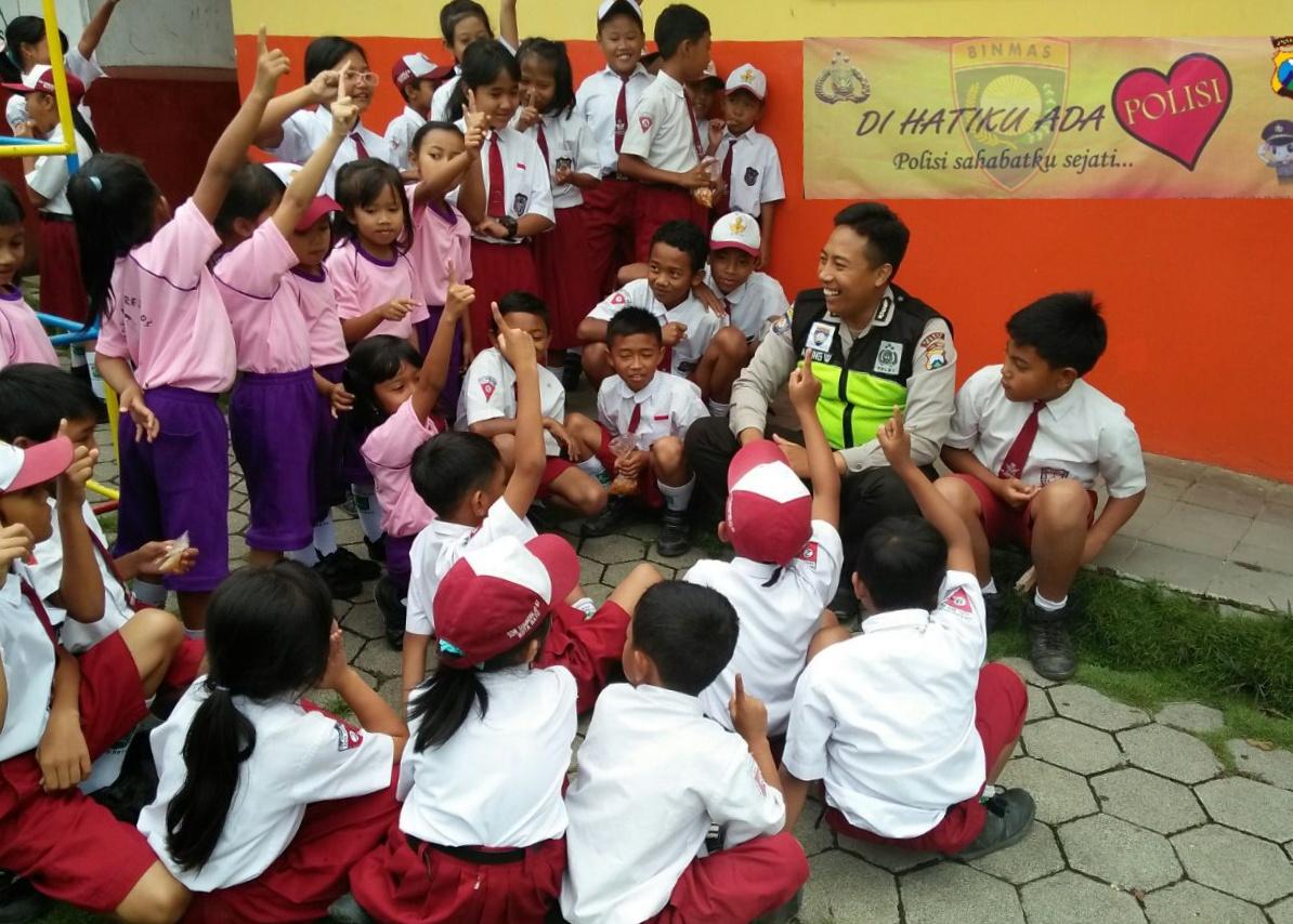 Polisi Sahabat Anak Bhabin Polsek Batu Polres Batu Sambang ke SDN Sisisr 05