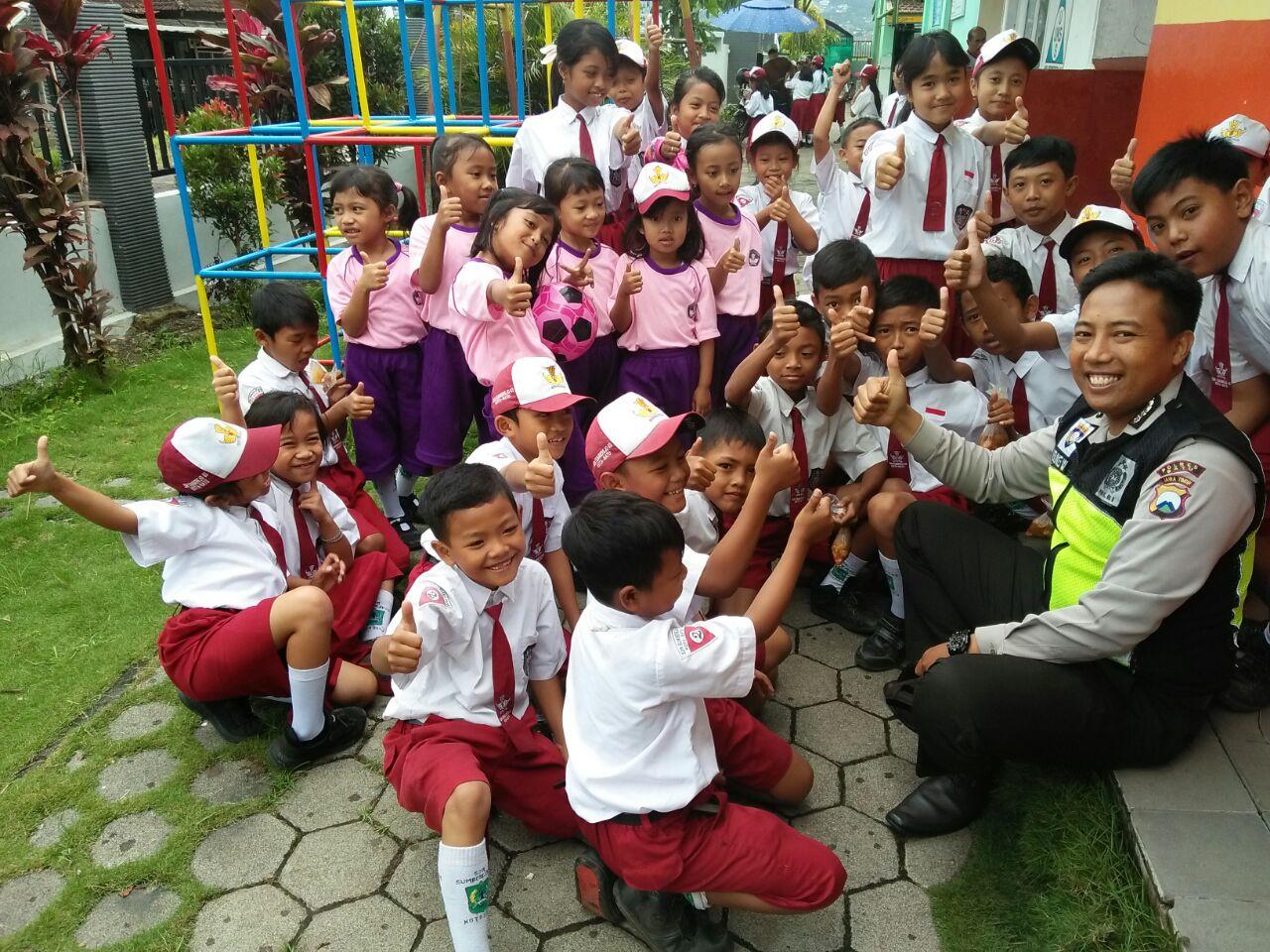 Polisi Sahabat Anak Bhabinkamtibmas Polsek Batu Kota Sambang SD Negeri Sisir 05