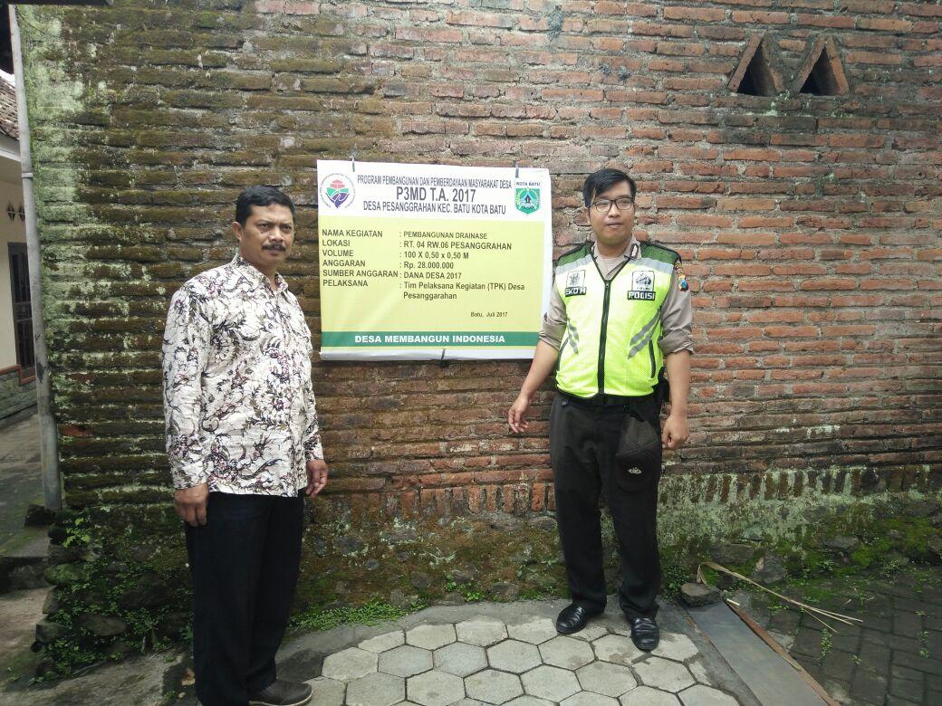 Kawal Dana Desa Polsek Batu Kota Polres Batu Meninjau Proyek Jalan Paving