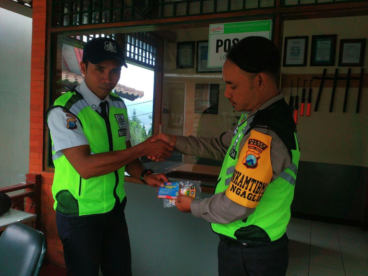 Anggota Binmas Polsek Batu Bhabinkamtibmas mengajak partisipasi dari anggota satpam sebagai pengemban fungsi Kepolisian terbatas bisa menjadi mitra kamtibmas