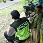 Menjaga Keamanan, Anggota Bhabin Polsek Ngantang Polres Batu Dengan Warganya