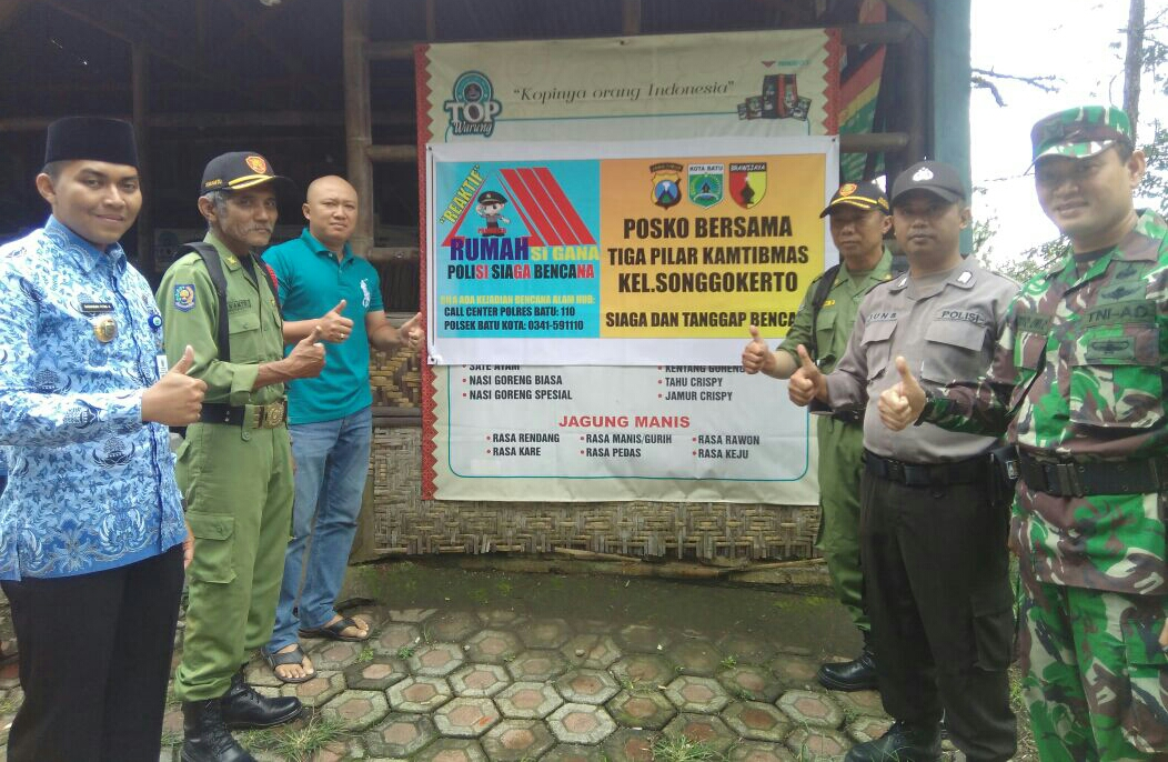 Polisi Tanggap Bencana Posko Bersama antara 3 Pilar Sigap Bencana Bhabinkamtibmas Polsek Batu Kota Polres Batu