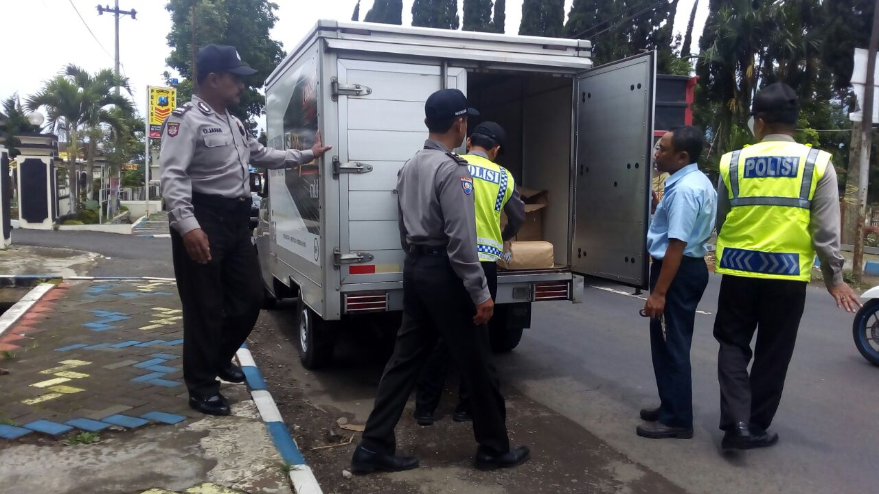 Anggota Polsek Pujon Polres Baru Giat Operasi Imbangan Cipta Kondisi 2017